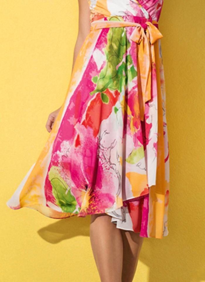 Frank Lyman, Kolorowa sukienka wiązaną w pasie