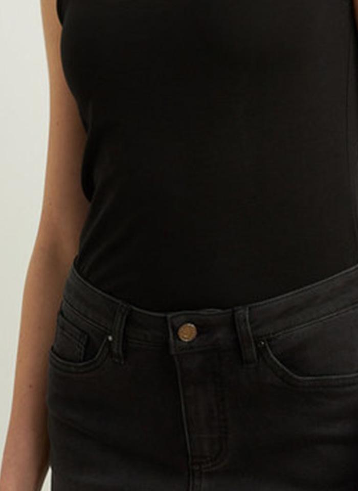 Joseph Ribkoff, Jeansowe spodnie z ażurowym wykończeniem nogawki.